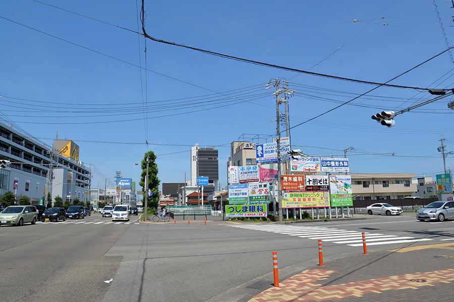 静岡駅南口からのびる石田街道を南下
