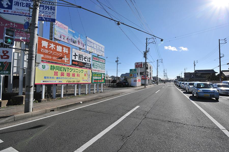 石田街道を南下、東名ガードの手前を左折